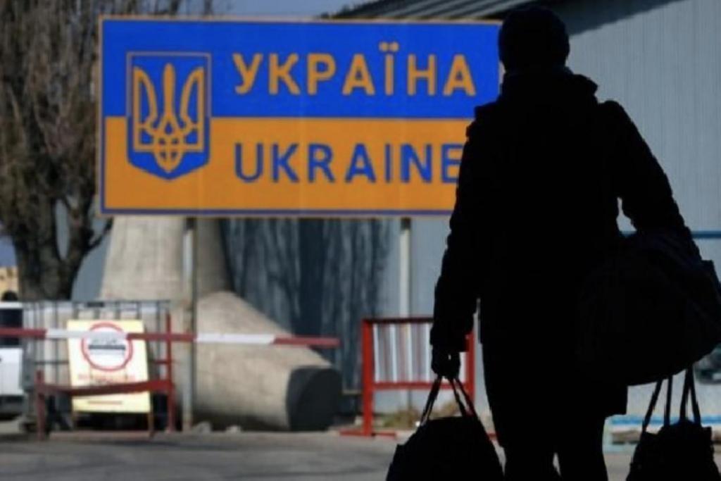 Украину покидают