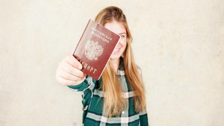 получила российский паспорт