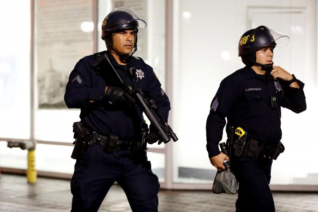 Полицейские при задержании