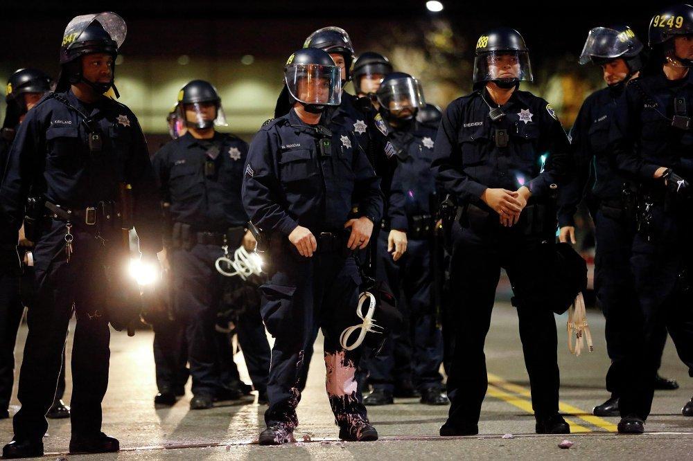Полицейские сотрудники