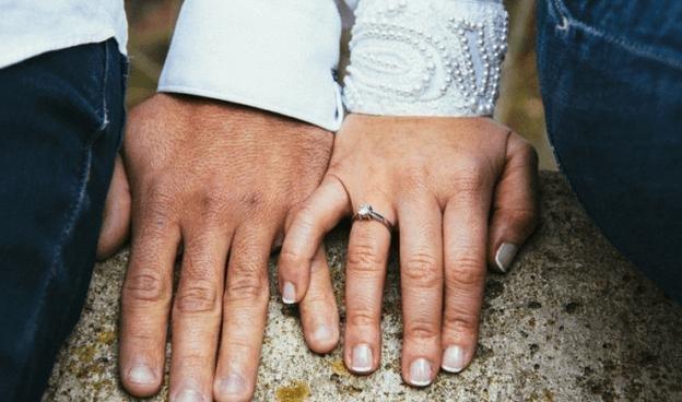 вышла замуж взяла фамилию мужа