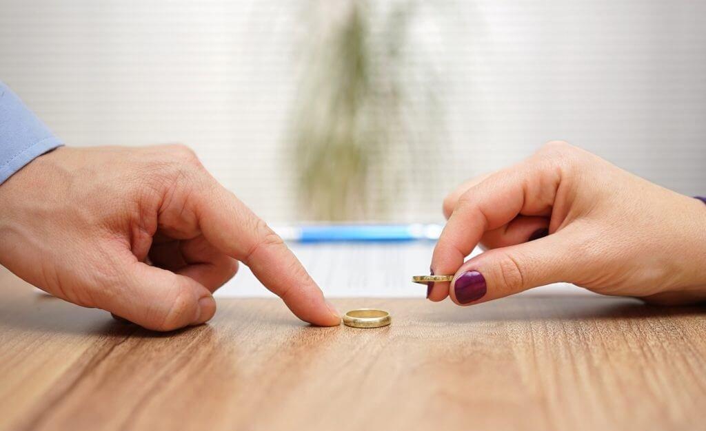подать заявление на развод и на алименты
