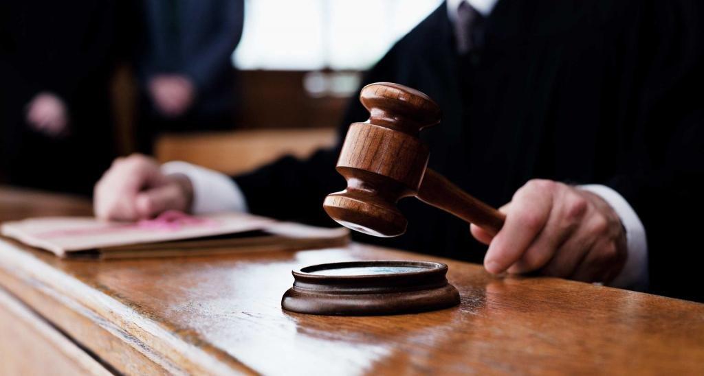 Судья за столом