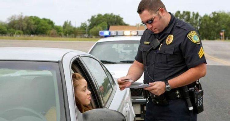 женщину остановил полицейский
