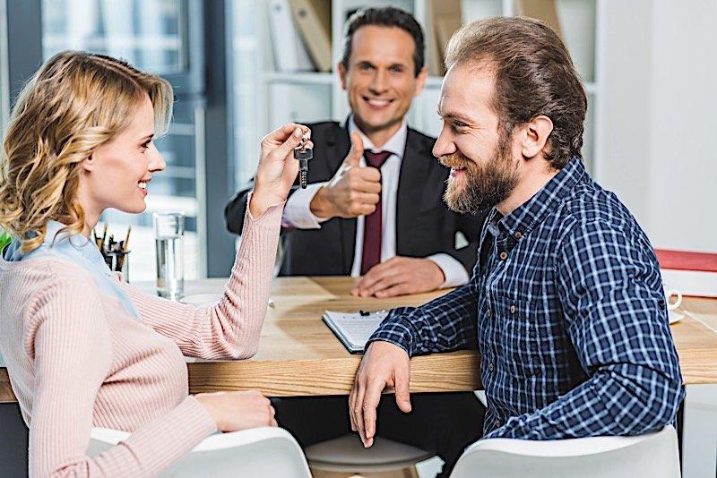как получить квартиру от государства молодой семье