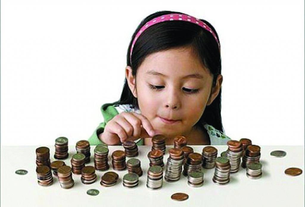 Ребенко с монетами