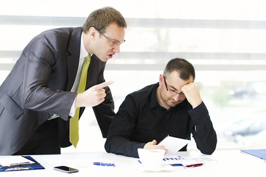 Начальник делает дисциплинарное взыскание с работника