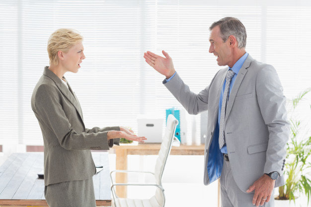 Работодатель предупреждает сотрудника об увольнении по статье