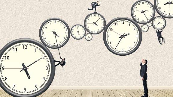 Часы много
