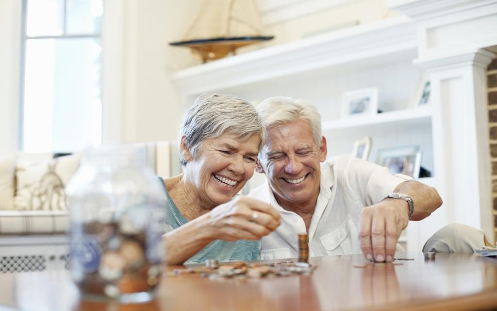 выплаты при уходе пенсию