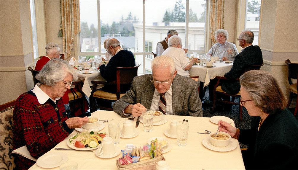Обед в доме престарелых