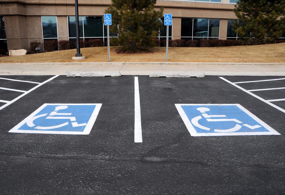 знак парковка для инвалидов зона действия