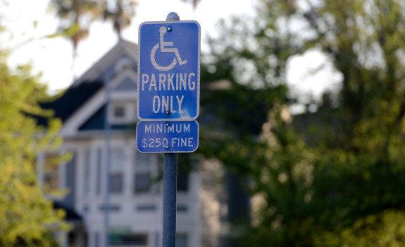 знак парковка для инвалидов зона действия знака