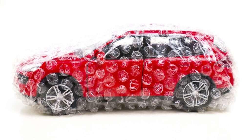 Машина в пупырчатой пленке