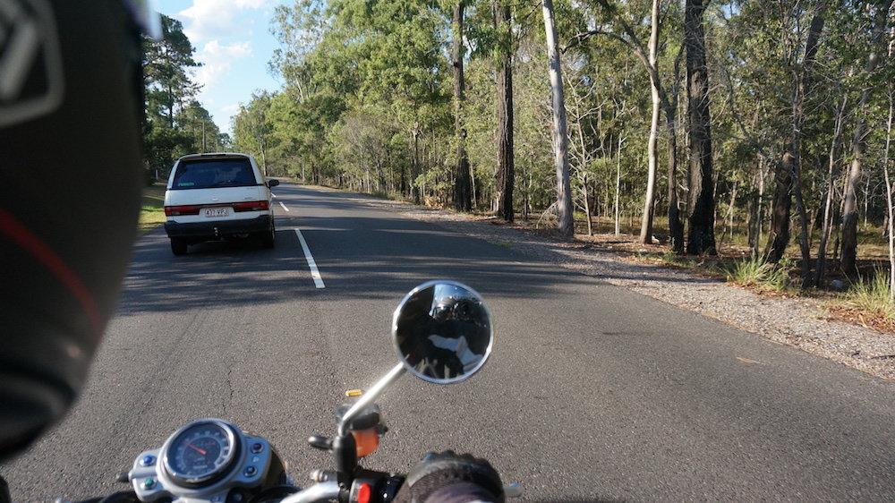 обгон справа на мотоцикле