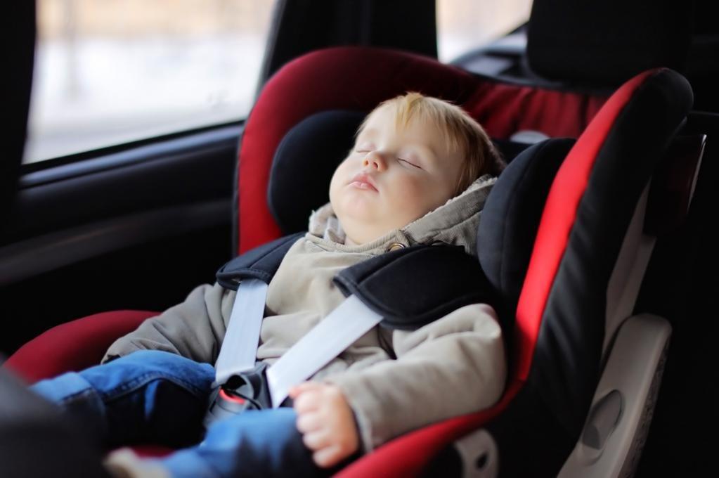 До какого возраста требуется детское автокресло