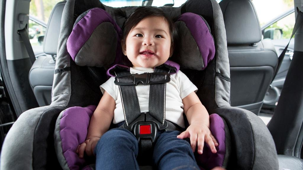 нарушение правил перевозки детей в машине