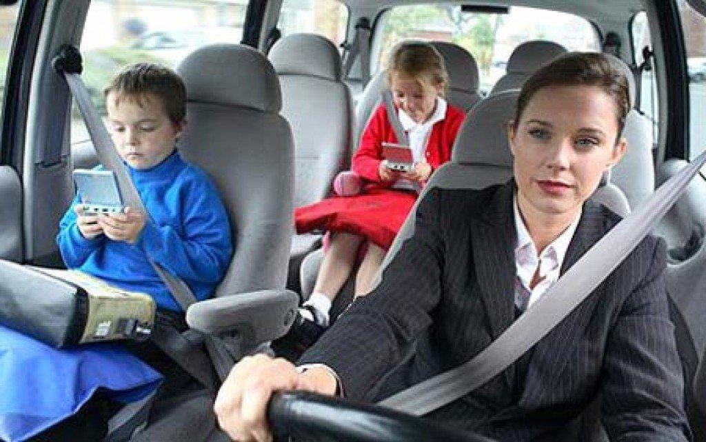 как пристегивать ребенка в машине