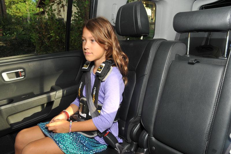 Подросток в машине
