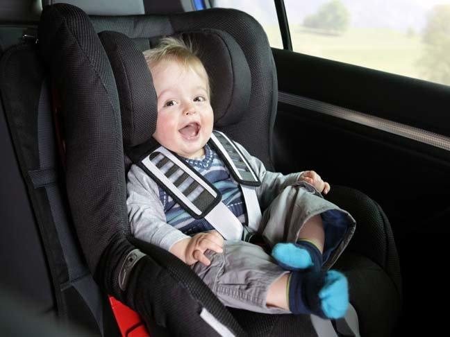 как должен быть пристегнут ребенок в машине