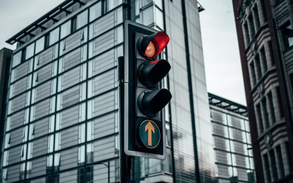 Значение красного цвета светофора
