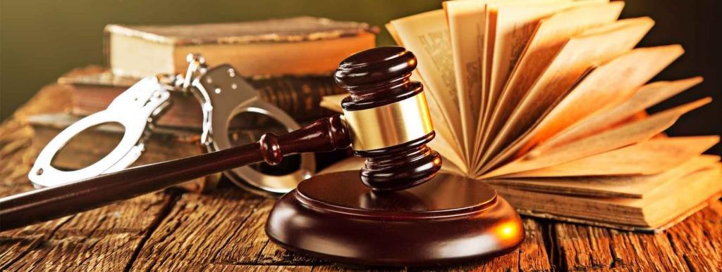 Молот судьи и наручники